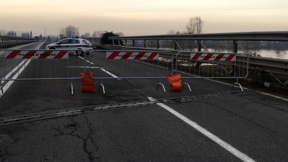 Riaprono i ponti intorno a Modena. Ora attenzione allo scioglimento della neve - ModenaToday