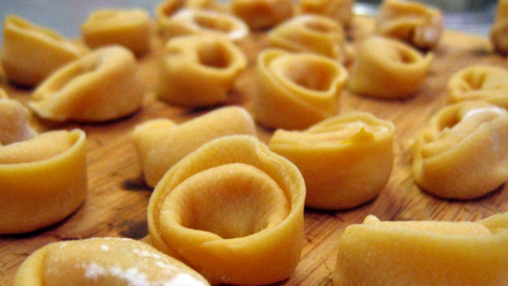 ricette della rezdora   preparare i tortellini in brodo come vuole ... - Come Cucinare Tortellini